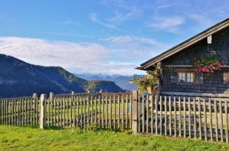 Blick in Richtung der Berge am Tegernsee