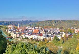 Blick von den Inn-Höhen hinunter nach Wasserburg