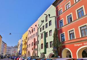 Häuserzeile am Kirchplatz