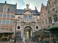Durchgang zur Touristeninformation am Veerleplein