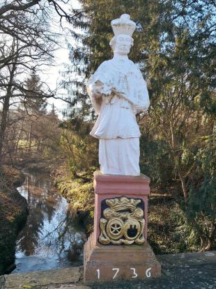 Der Brückenheilige St. Nepomuk an der Querung des Rotbachs beim Schoss Eicks