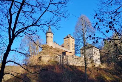 Blick von der Warche hinauf zur Burg