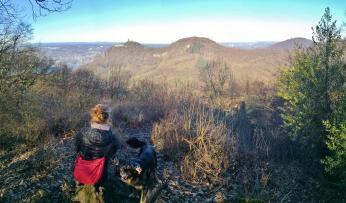 Blick zwischen den verschiedenen Gipfeln hindurch Richtung Bonn