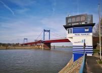 Hafenmeisterei von Duisburg-Ruhrort mit Pegelmeßstelle an der Friedrich-Ebert-Brücke