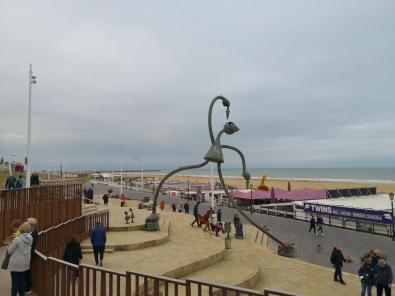 In Höhe des Kurhauses gibt es auf der Standpromenade einen kleinen Skulpturenpark