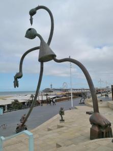 """Im Hintergrund der Pier mit dem Riesenrad """"SkyView de Pier"""""""