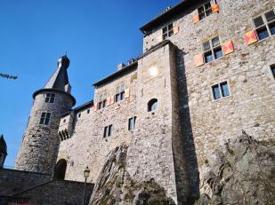 """Ihre mächtige Mauern gaben der Burg ihren ursprünglichen Namen """"Stalburg"""" (mittelhochdeutsch für fest, standhaft)"""
