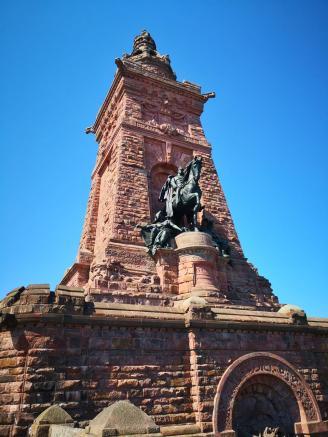 Das 11 m hohe Reiterstandbild von Kaiser Wilhelm I.