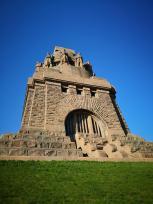 Fünfhundert Stufen führen vom Fuß des Denkmals zum Eingang der Luppelhalle