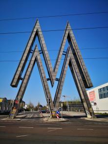 Das berühmte Signet der Leipziger Messe am Einang zum alten Messegelände