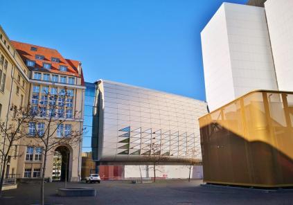 Moderne Architektur an der Dependance der Bundesbank und des Staatsarchivs