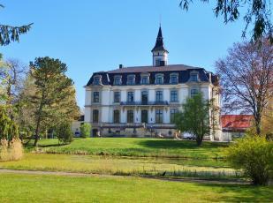 Gartenansicht von Schloss Schönefeld