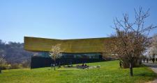 Ein architektonisch beeindruckender Bau: Die Arche Nebra