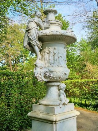 Der Park ist reich an Skulpturen aus der klassischen griechischen und römischen Mythologie
