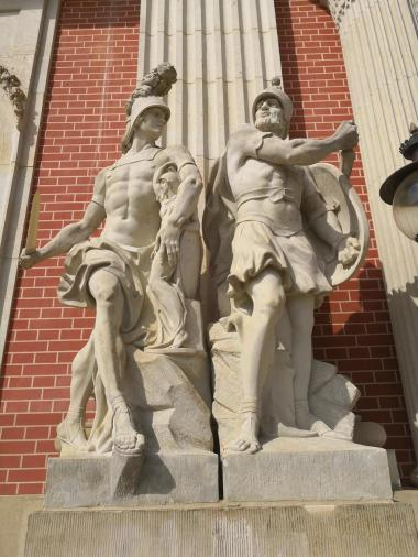 Skulpturen an der Gartenseite des Neuen Palais