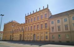 Historische Fassade gegenüber des Naturkundemuseums