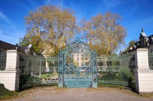 Prächtiges Tor am ehemaligen Jagdschloss Glienike