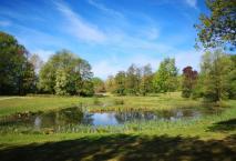 Englische Parklandschaft am ehemaligen Jagdschloss Glienike