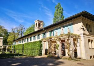 Gebäude im klassizistisch-italienischen Stil am Schloss Glienike
