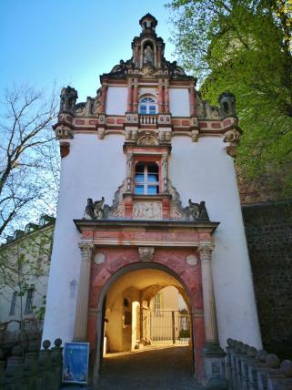 Zugang zum Schloss Wiesenburg