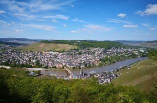 Blick vom Kaiserstuhl auf Bernkastel-Kues