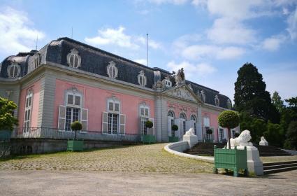 Hauptgebäude von Schloss Benrath, Frontansicht