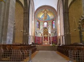 Blick in den Kircheninnenraum