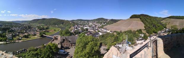 Panoramabild von der Spitze des Bergfrieds der Saarburg