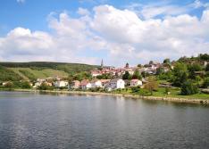 Der französische Weinort Contz-les-Bains
