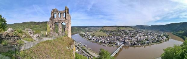 Panoramablick von der Grevenburg auf Traben-Trarbach