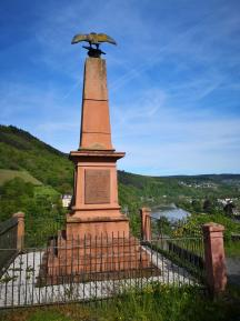 Kriegerdenkmal unterhalb der Grevenburg oberhalb von Trarbach