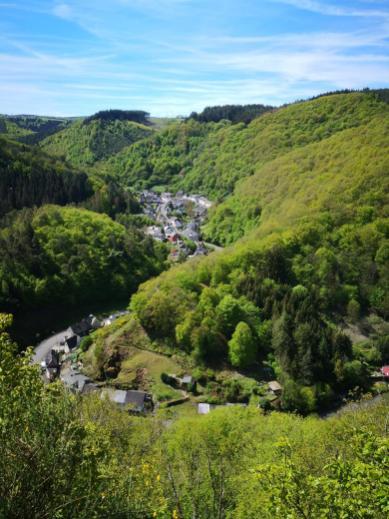 Blick auf Bad Wildstein beim Abstieg zum Kautenbach