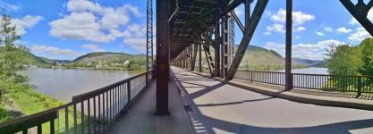 Panoramablick von der Eisenbahn-/Autobrücke bei Bullay