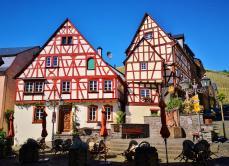 Historische Häuser am Marktplatz von Zeltingen-Rachtig