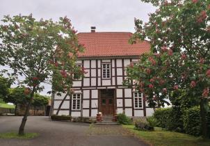 Typische alte Bauernhöfe und Scheunen in der Lippe-Region