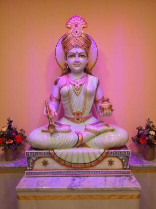 Heiligenfigur im Eingangsbereich des neu eröffneten Mahameru-Baus