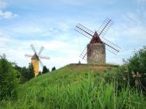 Getreidemühle aus Mallorca (links), Provenzalische Windmühle aus Frankreich (rechts)