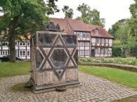 Gedenkstein am Standort der von den Nazis zestörten jüdischen Synagoge am Lappenberg