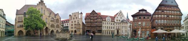 Panoramabild vom Marktplatz mit Marktplatz mit Rathaus, Tempelhaus, Wedekindhaus, Lüntzelhaus, Bäckeramtshaus