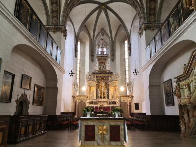 Innenraum mit Blick in den Hohen Chor