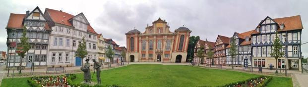 Panorama vom ehemaligen Holzmarkt mit der St. Trinitatis Kirche