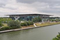 Die VW-Arena gleich neben dem Werksgeläde von Volkswagen. Hier spielt der VFL Wolfsburg.