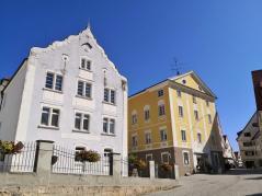 Häuser neben der Stiftskirche