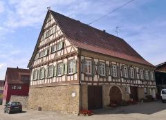 Typische regionale Architektur eines Bauernhofs in Eningen