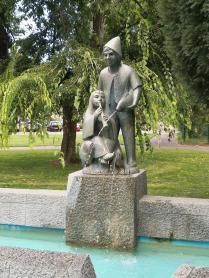 Brunnen im Park an der Östlichen Uferstraße