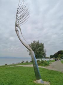 Skulptur an der Uferpromenade im Stadtpark