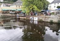 Wettbewerb der Modellbootfahrer am Zusammenfluss von Olef und Urft in Gemünd