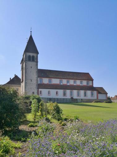 Die Kirche St. Peter und Paul in Niederzell