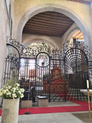 Der Altarraum der Klosterkiche