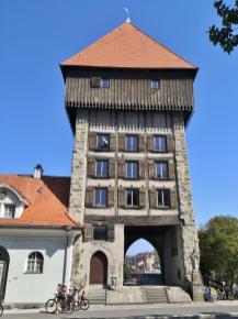 Der historische Rheinturm, heute Sitz des Fastnachtmuseums